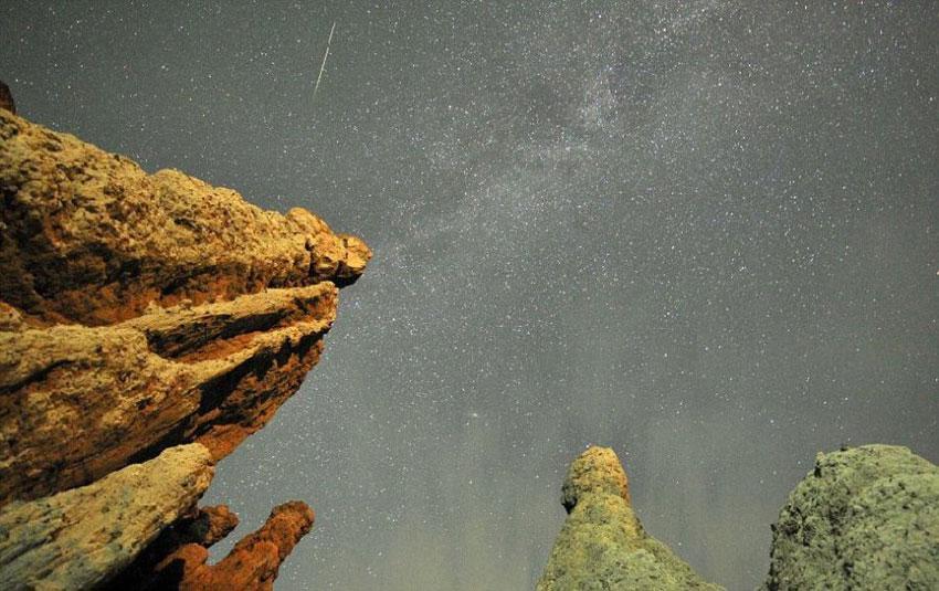 英国 夜空 流星雨 英仙座流星雨/据英国《每日邮报》8月14日消息,美国国家航空航天局(NASA)...