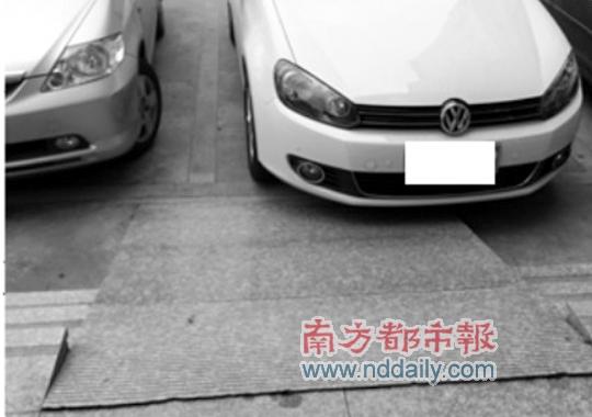 无障碍通道 通向停车位(图)图片