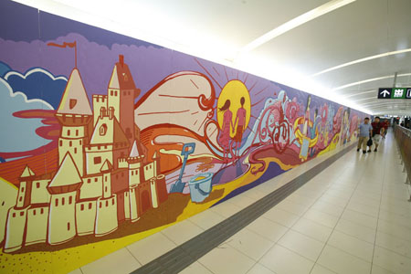 手绘墙贴刷新北京地铁