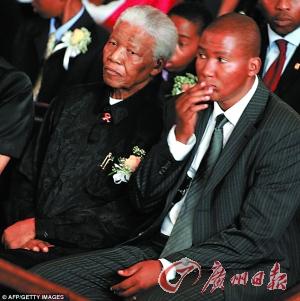 曼德拉/曼拉(右)和他的祖父曼德拉。
