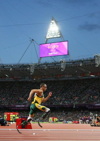跑得最快的无腿人:奥运跑道上赢得世界尊重 (1)