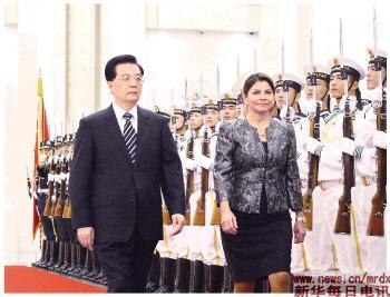 8月16日,国家主席胡锦涛在北京人民大会堂举行仪式,欢迎哥斯达黎加总统钦奇利亚访华。