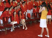 图文:中国体育代表团表彰大会 花游队员合影
