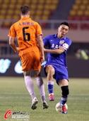 图文:[中超]阿尔滨2-1人和 双方对脚