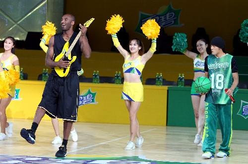 慈善明星篮球赛在沪举行 科比周杰伦互动