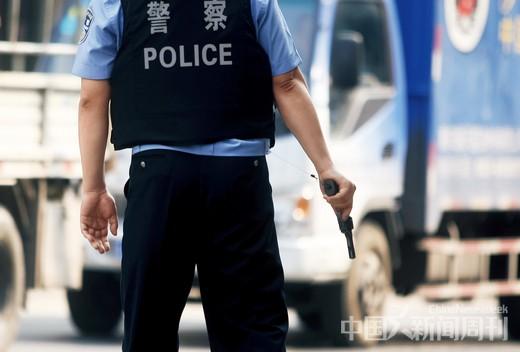8月13日,重庆军警在歌乐山搜捕周克华。图/CNSPHOTO