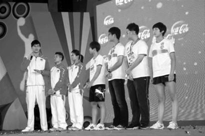 孙杨向年轻运动员们送上祝福