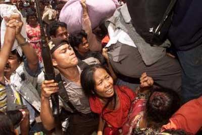 1967年印尼排华 20万华侨遭杀戮数百人被挖心