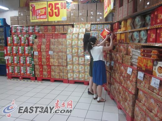"""沪上散装""""小月饼""""占主流 未现""""天价""""礼盒月饼(组图)图片"""