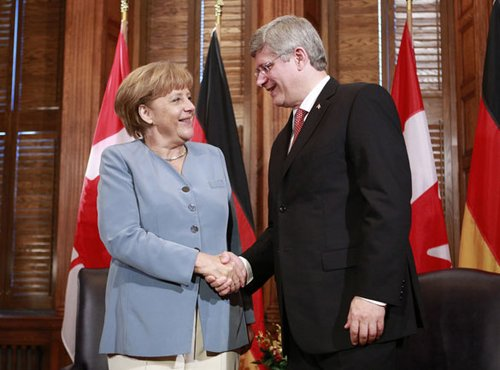 加拿大总理哈珀(右)与德国总理默克-福布斯最有权势女性榜 默克尔