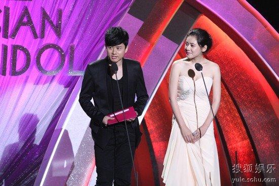 娱乐沸点颁奖礼张杰_张杰在什么颁奖晚会上承认了些谢娜他的女朋友?-