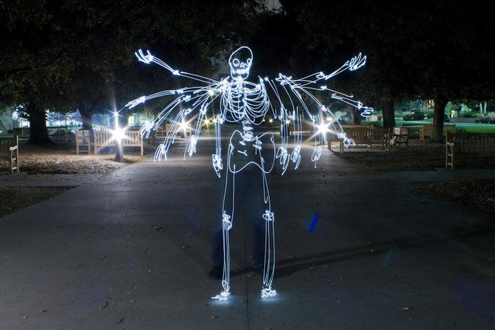 观念摄影组图_观念摄影:街上的光绘骷髅(组图)-搜狐滚动
