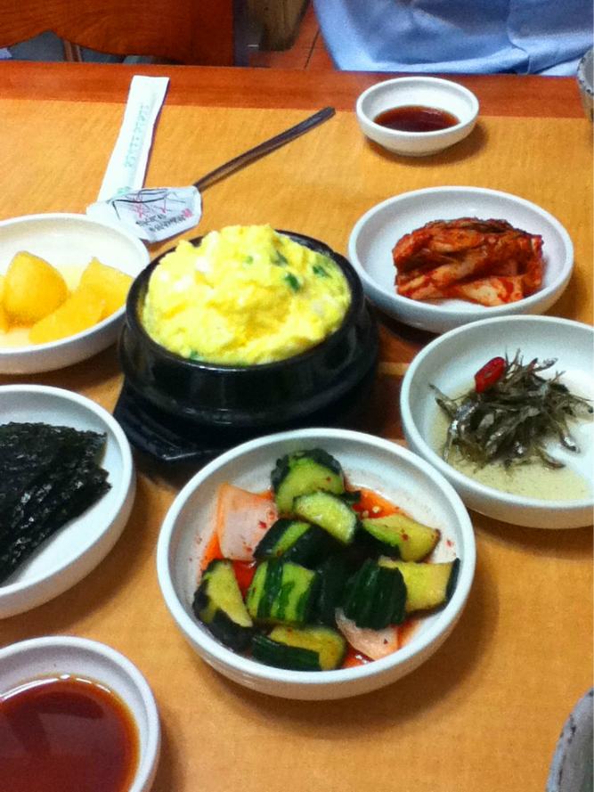 韩国人吃饭,多人聚餐吃饭照片,吃饭的人_点力图库