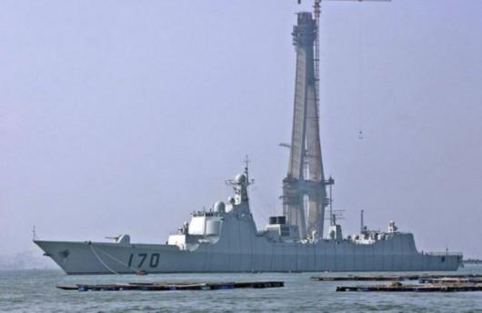 资料图:隶属南海舰队的170号导弹驱逐舰。
