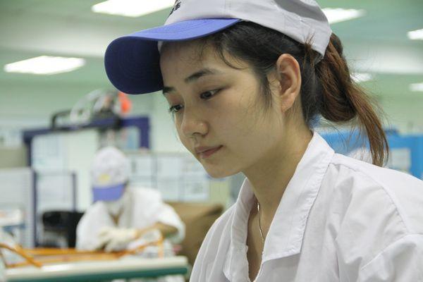 图七:南车株洲电机公司的基层绕线员工。