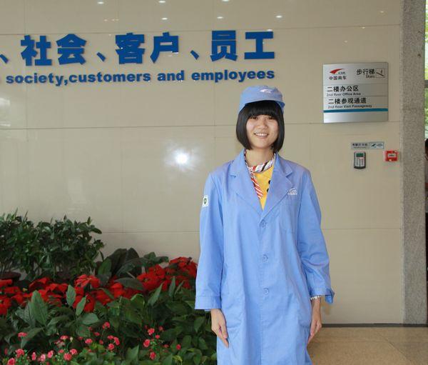图八:前台工作人员的灿烂笑容。