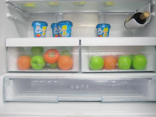 光波保鲜可以生成5种仿自然光波,让采摘后的果蔬继续光合作用,叶绿素、VC含量比存放普通冰箱高30%以上。