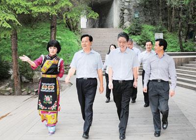 在刘作明陪同下,巴中市委书记李刚率党政代表
