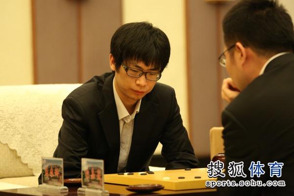 图文:衢州-烂柯杯决赛 孟泰龄十分专注