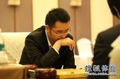 图文:衢州-烂柯杯决赛 柁嘉熹思考对策