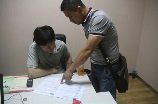 郭俊伟先生直接在现场签订订购合同