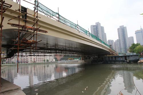 上海 江宁/这是结构贯通的新江宁路桥(8月29日摄)。