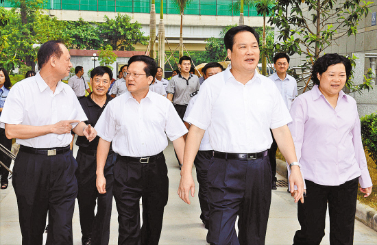 张广宁出席广东省司法干警先进事迹报告会(图)