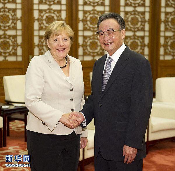 8月30日,中国全国人大常委会委员长吴邦国在北京人民大会堂会见德国总理默克尔。 新华社记者 黄敬文摄