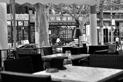 衡山路的酒吧受到新天地、茂名南路的强烈冲击。