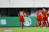 图文:[中超]申鑫2-2亚泰 亚泰进球庆祝