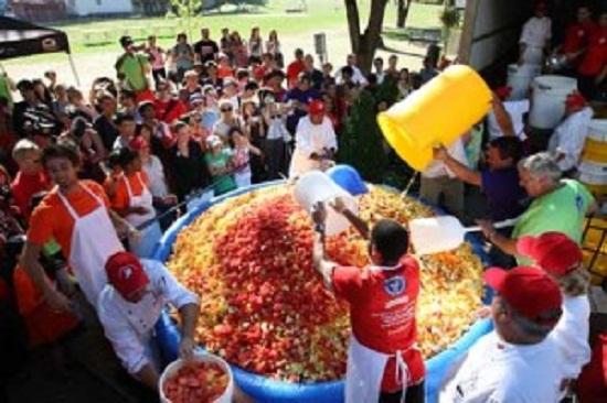 这个 世界最大水果沙拉 重量超过5吨