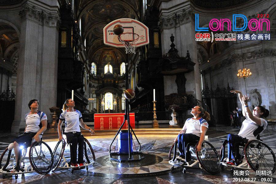 圣保罗大教堂里的蓝球赛
