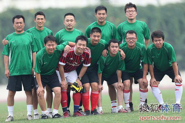 图文:记者联队VS中国足协 首发11人