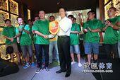 图文:足球记者联队成立 副主席林晓华与贺炜