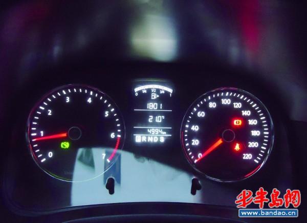 车主要重视汽车仪表盘指示灯高清图片
