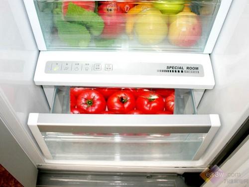 冷藏室内部具有007的变温室设计,具有多种存储模式适合蔬菜、蔬果、鱼类、肉类等食物的存储。让食物得到恰到好处的保鲜、冷冻效果。