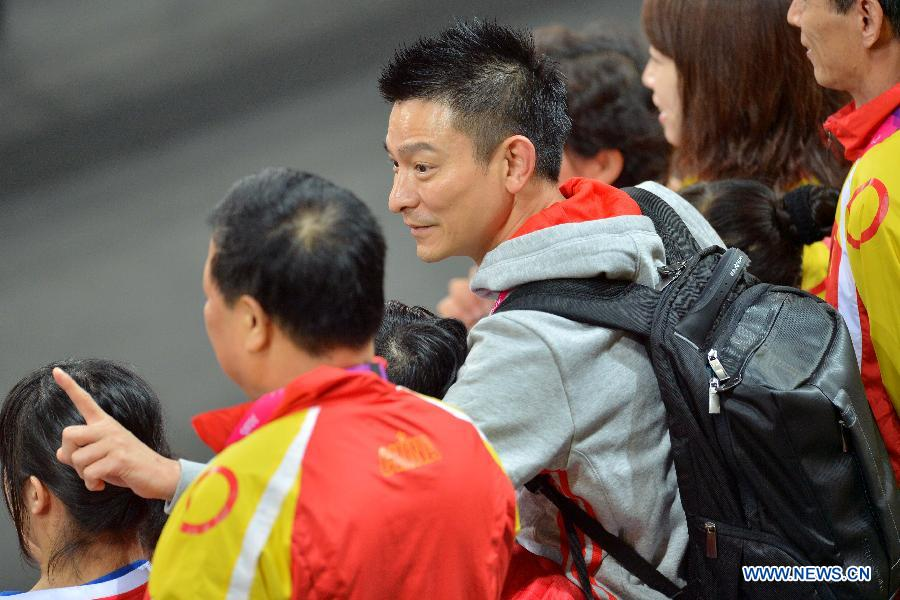 刘德华禁止伦敦残奥中国球队门组图[盲人]探访滑板车图片