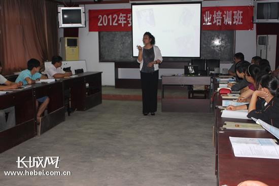 刘恩 张珊珊 摄图片