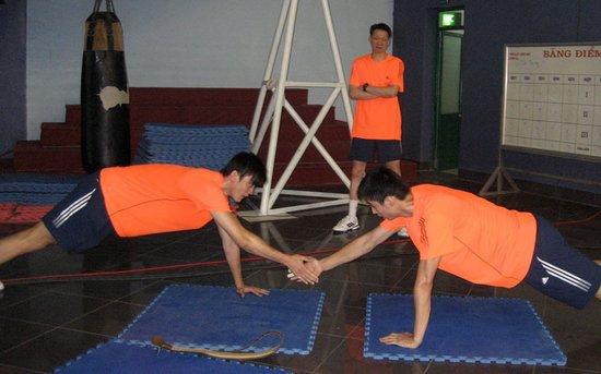 组图:越南训练条件差 中国男排因地制宜练体能