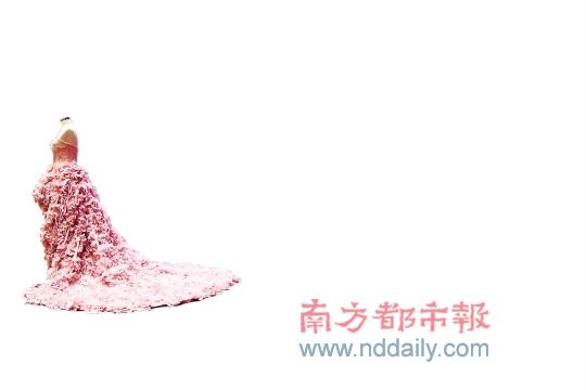 夏儒秀带着他的设计理念和穷游经历来到分享会。