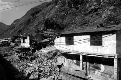 9月7日,彝良县洛泽河镇毛坪村灾区现场。图/CFP