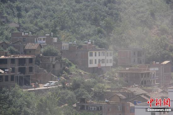 7级和5.6级地震.图为在地震中损毁的房屋.彭泽祥 摄-国土资源部启