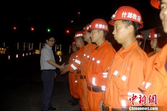 四川什邡应急救援大队赴云南地震灾区救援出发现场。什邡宣摄
