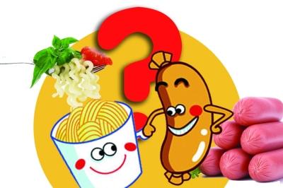 """方便面+火腿肠,被不少人认为是快餐的""""最佳搭档"""",但最近,一条关于这两者一起吃容易引发血压高、钙流失的微博,在网上被大量转载。"""