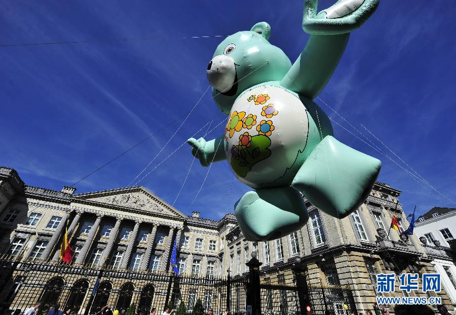 卡通 布鲁塞尔/9月8日,在比利时首都布鲁塞尔,卡通人物气球从比利时议会大楼...