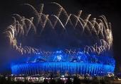 图文:伦敦残奥会闭幕式举行 烟火绽放夜空