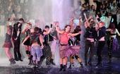 图文:伦敦残奥会闭幕式举行 狂欢的表演