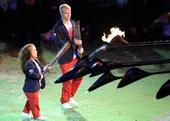图文:伦敦残奥会闭幕式举行 火种的延续