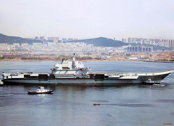 中国航母平台第6次出海试航时的镜头。