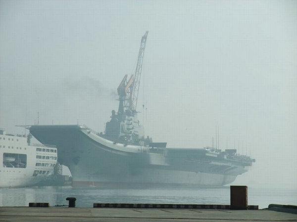 资料图:中国航母平台瓦良格。